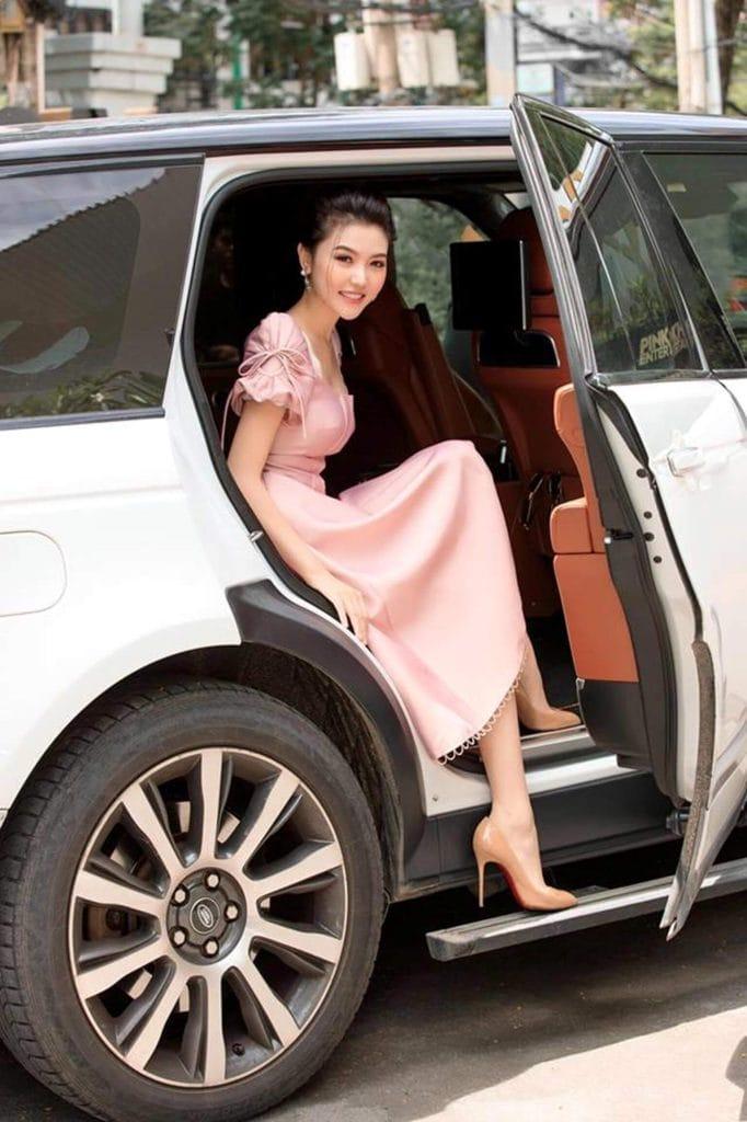 Người đẹp Vũng Tàu cưỡi Rolls-Royce 70 tỷ: Từ lang thang bán vé số tới cuộc sống giàu sang
